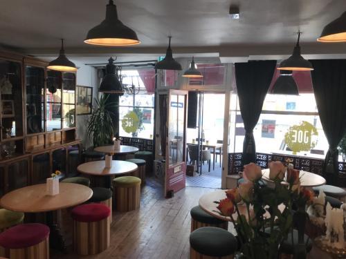 Joe Lounge bar - bigger on the inside...